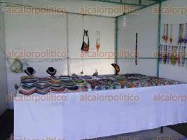 Xalapa, Ver., 19 de agosto de 2017.- Desde mole y café hasta productos y artículos artesanales se exhiben en Los Lagos, como parte de las actividades del
