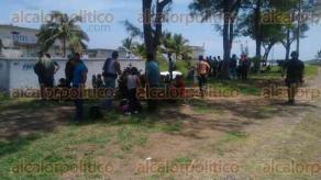 Alto Lucero, Ver., 19 de agosto de 2017.- Personal de SEDENA y SEMAR detuvo a 126 inmigrantes que viajaban en el interior de un camión sobre la carretera Veracruz-Poza Rica, a la altura de Playa Muñecos; fueron trasladados a la estación migratoria en Veracruz.