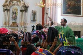 Orizaba, Ver., 20 de agosto de 2017.- En diferentes misas se dio la tradicional bendición de mochilas, previo al inicio del ciclo escolar, una de estas fue el templo del Calvario.