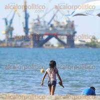 Veracruz, Ver., 20 de agosto de 2017.- Niños disfrutan de su último día de vacaciones en playas del municipio previo al inicio del ciclo escolar este lunes.