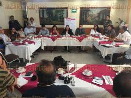 Xalapa, Ver., 21 de agosto de 2017.- En conferencia de prensa, militantes de MORENA y futuros ediles, invitaron a la sociedad a participar en los