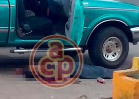 Hueyapan de Ocampo, Ver., 22 de agosto de 2017.- La tarde de este miércoles sujetos armados agredieron a tres personas que se encontraban en la gasolinera de la localidad Juan Díaz Covarrubias, a un costado de la carretera Costera del Golfo; murieron dos hombres en el sitio.