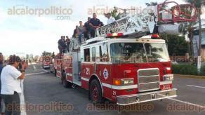 Veracruz, Ver., 22 de agosto de 2017.- Los Bomberos desfilaron desde la estación central en Rayón y 1° de Mayo, con dirección hacia el bulevar Ávila Camacho hasta llegar a Ruiz Cortines, donde se detuvieron en la Plaza de La Soberanía.