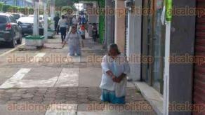 Coatzacoalcos, Ver., 23 de agosto de 2017.- Cuatro mujeres pidieron por la paz y seguridad en el municipio, luego de recorrer varias calles, llegaron hincadas a la catedral San José.