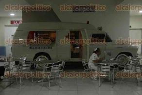 Veracruz, Ver., 23 de agosto de 2017.- Una ambulancia modelo 1943 es usada como food truck en la cafetería de la Cruz Roja. Se oferta comida rápida y se brinda apoyo a familiares de pacientes que no pueden costear los gastos de alimentación.