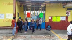 """Orizaba, Ver., 18 de septiembre de 2017.- Padres de Familia de la escuela """"Manuel M. Herrera"""", dijeron que no liberarán la institución educativa hasta que les envíen docente para el segundo grado grupo C."""