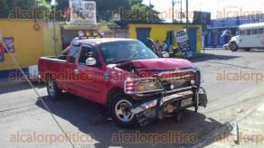 Veracruz, Ver., 18 de septiembre de 2017.- Una mujer en estado de ebriedad generó una serie de accidentes vehiculares en la colonia Pocitos y Rivera, así como en la Unidad Habitacional El Coyol, dejando severos daños materiales.