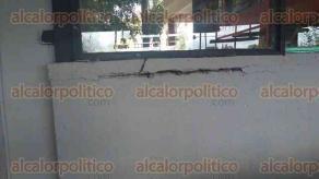 Xalapa, Ver., 19 de septiembre de 2017.- Lector envía imágenes para demostrar que las instalaciones de la Facultad de Arquitectura de la Universidad Veracruzana sí sufrieron daños tras el sismo de este martes.
