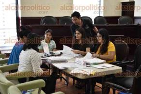 """Xalapa, Ver., 20 de septiembre de 2017.- Posterior a la verificación del programa """"Agenda para el desarrollo municipal 2017"""", se instalaron mesas de trabajo en sala cabildos del Palacio Municipal."""