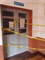 Xalapa, Ver., 20 de septiembre de 2017.- Alumnos de la Facultad de Economía de la Universidad Veracruzana también reportan daños en sus instalaciones, colocaron cintas amarillas para acordonar áreas de riesgo.