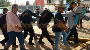 Coatepec, Ver., 20 de septiembre de 2017.- Luego de que fuera legalizada su detención por el delito de desaparición forzada, seis policías estatales fueron ingresados al penal de Pacho Viejo.