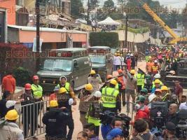 México, CDMX, 21 de septiembre de 2017.- La mañana de este jueves, en la escuela Rébsamen en Acoxpan en el sur de la Ciudad, cientos de rescatistas, marinos y militares trabajan para sacar a los atrapados.