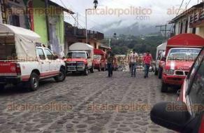 Coscomatepec, Ver., 21 de septiembre de 2017.- Cerca de la plazuela del municipio se llegan a estacionar hasta 40 unidades del servicio mixto-rural, generando caos y molestias a los habitantes y turistas, pues éste es un pueblo que se recorre a pie.