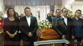 Xalapa, Ver., 22 de septiembre de 2017.- El líder nacional del SNTE, Juan Díaz de la Torre y Luis Castro, líder nacional del PANAL, acudieron a la funeraria