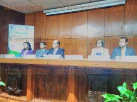Xalapa, Ver., 22 de septiembre de 2017.- Con la asistencia de consejeros del Centro Estatal de Justicia Alternativa, inició en la Facultad de Derecho el diplomado