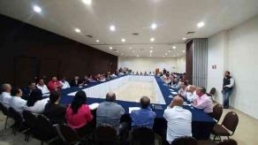 Xalapa, Ver., 22 de septiembre de 2017.- Este viernes, asociados de Vía Veracruzana se reunieron en una asamblea informativa encabezada por Mario Tejeda Tejeda y el presidente fundador Amadeo Flores.