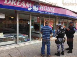 Veracruz, Ver., 25 de septiembre de 2017.- Durante la madrugada, una tienda de colchones, ubicada sobre la calle Arista entre 5 de Mayo y Madero, fue hurtada.