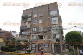 México, CDMX, 25 de septiembre de 2017.- Diversos edificios que resultaron dañados tras el sismo de magnitud 7.1, serán demolidos. Continuarán revisando inmuebles para confirmar si son habitables.