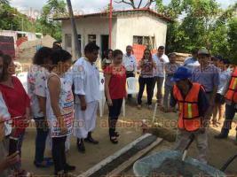 Papantla, Ver. 25 de septiembre de 2017.- Con la presencia de diversos invitados especiales, iniciaron los trabajos para la construcción de la Casa de la Mujer Indígena Kinchik Kan