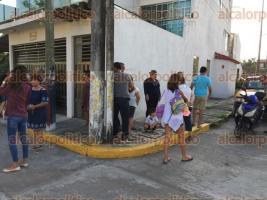 Veracruz, Ver., 25 de septiembre de 2017.- Vecinos del fraccionamiento Siglo XXI denunciaron que han sido víctimas de asaltos a mano armada e incluso los ladrones los han dejado hasta sin zapatos.