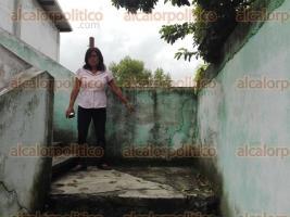 """Poza Rica, Ver., 26 de septiembre de 2017.- Por daños estructurales que pondrían en riesgo a 200 alumnos de la escuela primaria """"Maximino Pérez Jiménez"""", profesores y padres de familia piden auxilio al Gobierno del estado de Veracruz."""