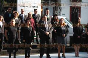 Xalapa, Ver., 26 de septiembre de 2017.- El director general del Instituto de Pensiones del Estado, Hilario Barcelata Chávez, acompañado por sus colaboradores montó guardia de honor ante el monumento a Miguel Hidalgo.