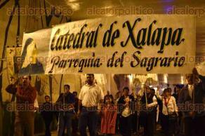 Xalapa, Ver., 16 de octubre de 2017.- Este lunes, alumnos del Seminario Mayor de Xalapa y católicos marcharon hacia la Catedral por el aniversario de la canonización de Rafael Guízar y Valencia. Los acompañó la Marching Band Panteras.