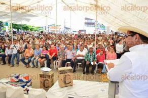 Tempoal, Ver. 16 de octubre de 2017.- Con el apoyo de los 3 niveles de gobierno se aterrizó un fideicomiso de más de 2 millones de pesos para apoyar a más de mil 500 agricultores.