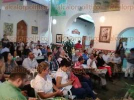 Coatepec, Ver., 16 de octubre de 2017.- Durante una reunión en céntrico café, vecinos acordaron conformar un movimiento en contra de la construcción del gasoducto que atravesaría este municipio, Emiliano Zapata y Xalapa.