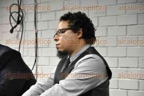 """Xalapa, Ver., 17 de octubre de 2017.- El doctor Eduardo González Di Pierro, de la Universidad Michoacana de San Nicolás de Hidalgo, impartió la conferencia magistral """"Violencia y sacrificio en Jan Patočka, una propuesta para México"""", en el salón azul de la Facultad de Humanidades de la UV."""