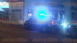 Xalapa, Ver., 17 de octubre de 2017.- La noche de este martes un motociclista fue asaltado sobre la avenida Antonio Chedraui Caram; los ladrones lo despojaron de su moto Pulsar y en su lugar dejaron una marca Italika en la que viajaban; policías buscan a los responsables que dejaron también un arma de fuego.