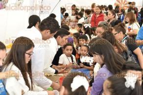 Xalapa, Ver., 18 de octubre de 2017.- Del 17 al 20 de octubre estudiantes de todos los niveles educativos disfrutan de talleres como: Arte y difusión, Química, Física, Robótica, Salud, Agricultura, entre otros; durante la Semana de la Ciencia.