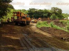 Santiago Tuxtla, Ver., 18 de octubre de 2017.- La tarde de este miércoles, se reabrió la circulación a automovilistas sobre la carretera federal Matamoros-Puerto Juárez, en el tramo entre Santiago Tuxtla y Ángel R. Cabada.