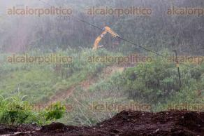 Santiago Tuxtla, Ver., 19 de octubre de 2017.- La circulación de la carretera Santiago Tuxtla-Ángel R. Cabada, volvió a ser cerrada, donde el agua deslavó el tramo que se había reparado, informó la Policía Federal la madrugada de este jueves.