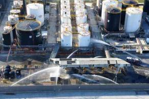 Veracruz, Ver., 20 de octubre de 2017.- Elementos de la Secretaría de Marina-Armada de México simularon la explosión de un autotanque en el recinto portuario y la intrusión de un grupo armado vía terrestre y marítima, con el objeto de extraer mercancía ilícita de un contenedor.