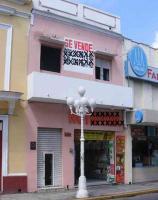 Veracruz, Ver., 20 de octubre de 2017.- Edificio del siglo XVIII ubicado en la avenida 5 de mayo fue construido con piedra muca, tabiques, losetas de barro, vigas de madera y tablas y es uno de los casi 250 inmuebles históricos catalogados como en