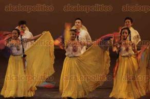 """Xalapa, Ver., 20 de octubre de 2017.- El ballet folklórico """"Tlalquetzalan"""" del municipio de Banderilla se presentó en la Sala Grande del Teatro del Estado con el programa """"Los colores de Mexico"""", la noche de este viernes."""
