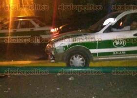 Xalapa, Ver., 21 de octubre de 2017.- Policía Estatal montó un operativo de búsqueda de un taxista que se impactó contra un poste de luz, en la avenida Rébsamen, esta madrugada.