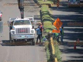 Xalapa, Ver., 21 de octubre de 2017.- Continúan los trabajos de restauración sobre la carretera Xalapa-Coatepec, la circulación vehicular fluye de forma lenta.