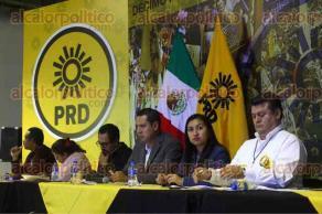 Ciudad de México., 21 de octubre de 2017.- Por unanimidad, el PRD aprobó que sea a través de un Consejo Nacional Electivo como se definan las candidaturas a Presidente de la República, senadores y diputados federales para 2018.