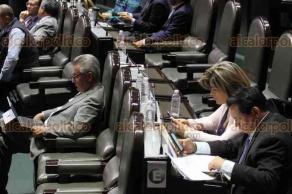 Ciudad de México, 16 de noviembre de 2017.- La Cámara de Diputados aprobó varios dictámenes este jueves, mientras los legisladores mostraban poco interés en la sesión. El ausentismo fue marcado en el salón del Pleno.
