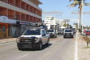 """Veracruz, Ver., 17 de noviembre de 2017.- La Policía Naval, Marina y Policía Estatal implementan operativo en la zona conurbada para prevenir actos delictivos durante """"el fin de semana más barato del año""""."""