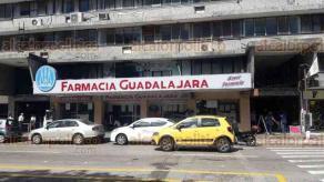 Veracruz, Ver., 17 de noviembre de 2017.- Esta mañana el negocio Farmacia Guadalajara, de la calle Rayón entre Independencia y 5 de Mayo, fue atracado; se llevaron dinero en efectivo de la caja.