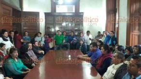 Xalapa, Ver., 17 de noviembre de 2017.- Habitantes de Chiconquiaco ingresaron a Palacio de Gobierno para dialogar con el delegado de la Secretaría de Seguridad Pública, Andrés Tenorio, piden apoyo de obra pública, seguridad y escuelas.