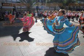 Ciudad de México, 18 de noviembre de 2017.- El paseo de la Reforma y avenida Juárez fueron el escenario para que diversas Marching Band desfilaran y deleitaran a los transeúntes con música y baile.