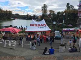 """Xalapa, Ver., 19 de noviembre de 2017.- En el marco del Buen Fin, tiene lugar la venta de productos de PYMES en el parque de """"Los Lagos""""."""