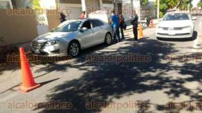 Veracruz, Ver., 20 de noviembre de 2017.- Elementos de SSP y Fuerza Civil aseguraron una camioneta marca Jeep con reporte de robo en la colonia Centro y un carro marca Ford con placas sobrepuestas en el fraccionamiento Reforma.