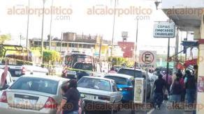 Fortín, Ver., 21 de noviembre de 2017.- Cámaras de seguridad captaron el momento en que dos sujetos asaltaron la sucursal Banamex en el Centro del municipio. Luego del atraco, elementos de la Policía Estatal resguardaron el banco.