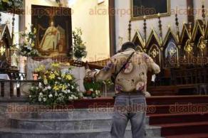 Xalapa, Ver., 22 de noviembre de 2017.- Como cada año, músicos llegaron a la Catedral Metropolitana para cantarle las mañanitas a su Patrona Santa Cecilia.