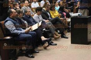 Xalapa, Ver., 22 de noviembre de 2017.- El titular de la SIOP, Julen Rementería del Puerto, compareció ante los diputados de la Comisión Permanente de Comunicaciones como parte de la glosa del Primer Informe de Gobierno, en el Congreso local.